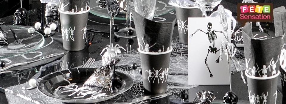 Table gothique halloween noir et blanc