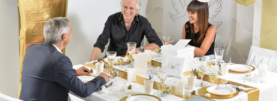 Table et déco de mariage blanc et or